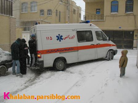 برف و آمبولانس